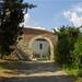 Balfi temető kőfala és kosáríves kapuja